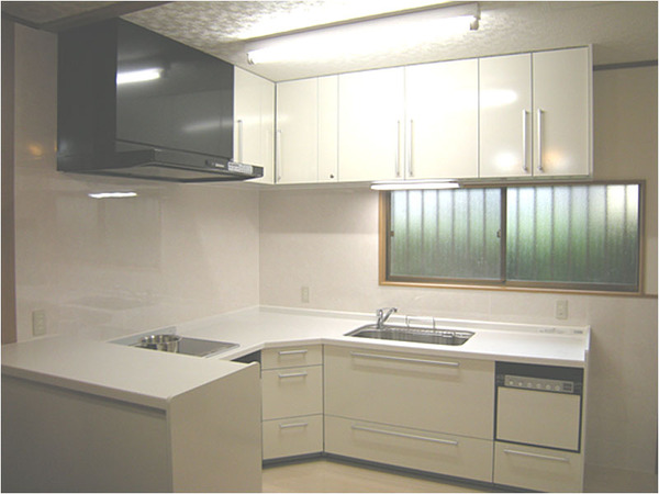【キッチン施工事例】I様邸「ものを隠す収納と広いスペースが欲しい」